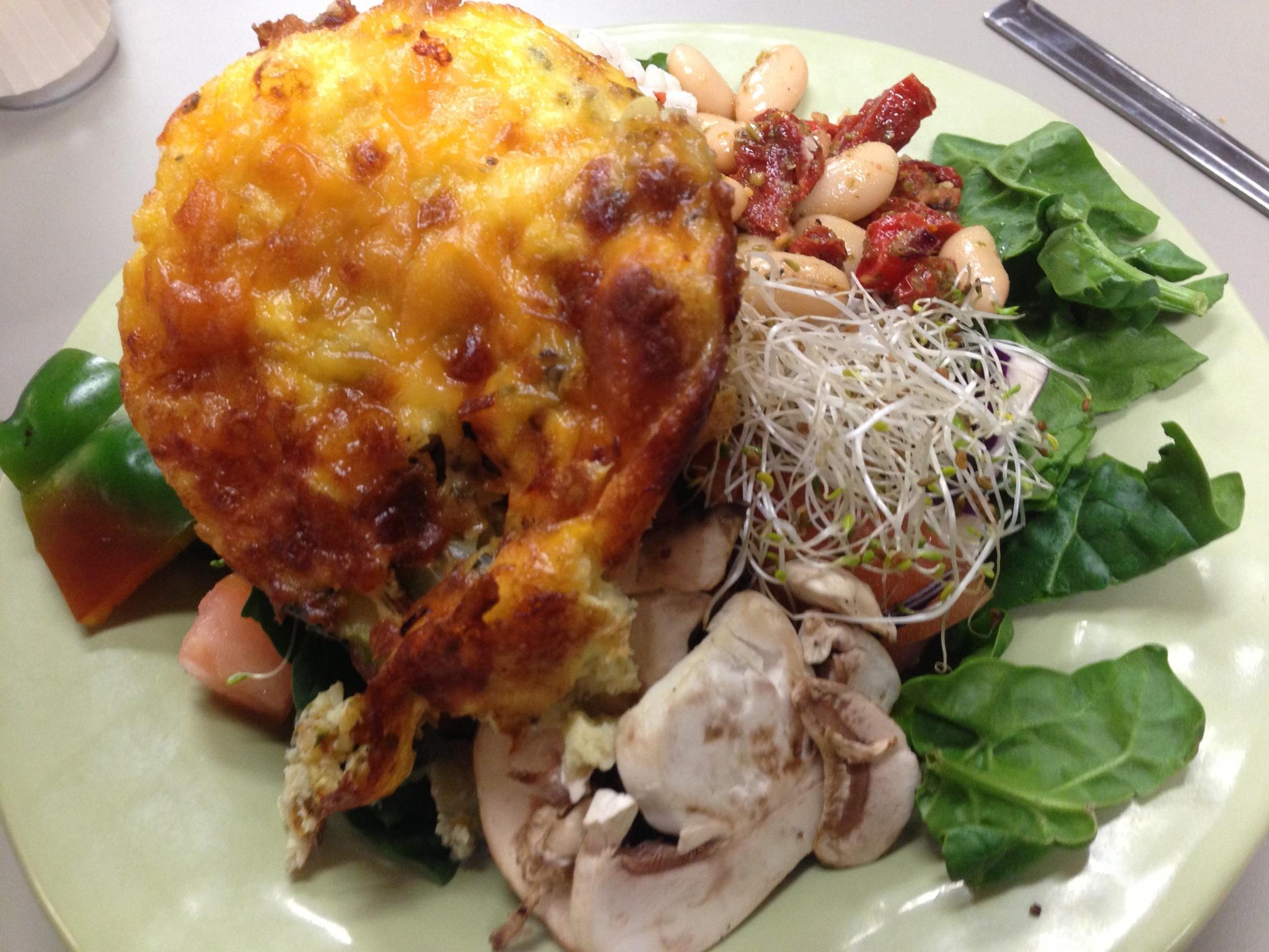 Salad + Egg, zucchini, mushroom and cheese